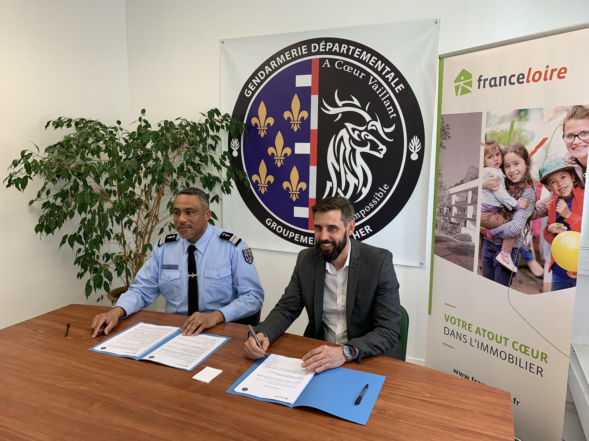 Convention signée par le Colonel François Haouchine, commandant le GGD du Cher à Bourges et Morgan Blin, Directeur Général Délégué de France Loire